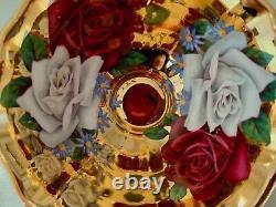 Roses Flottantes De Reine Anne Sur La Tasse Et La Soucoupe Lourdes D'or