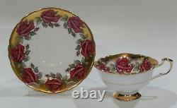 Très Rare Paragon Johnson Red Rose Garland Coupe & Saucer Heavy Gold Gilding
